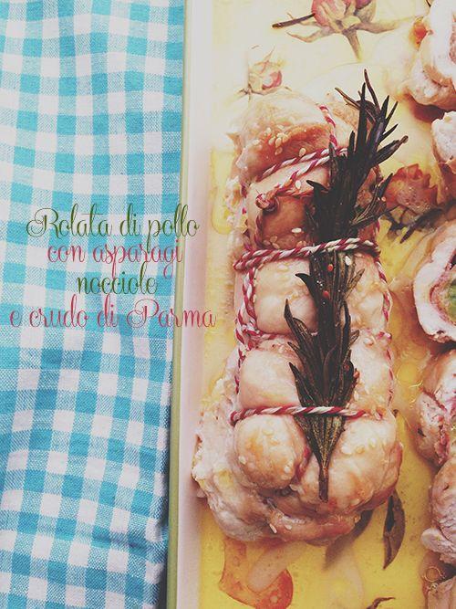 Rolata di pollo con asparagi, nocciole e crudo di Parma