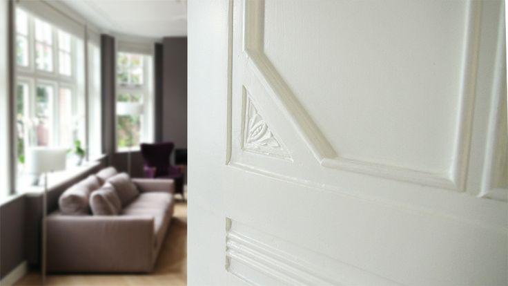 De deuren van Wood & Craft worden volledig gemaakt van massief grenen. Deze deuren geven uw huis een natuurlijke uitstraling en zijn een langdurige aanwinst voor uw woning. Wood & Craft levert maatwerk. Alle denkbare maten en stijlen zijn mogelijk zodat uw deur helemaal aan uw wensen kan voldoen.