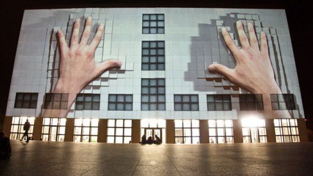 mapping+sound permeabilty of a solid facade through graphics and movement  Production: urbanscreen.com Art Direction: Daniel Rossa (danielrossa.com)