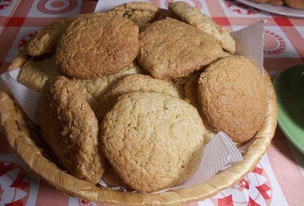 Четыре пошаговых рецепта домашнего овсяного печенья. Готовьте вместе с нами.