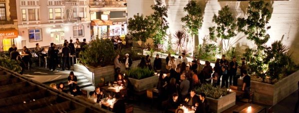 Great rooftop bar to grab a drink.  Cash only. San Fransico