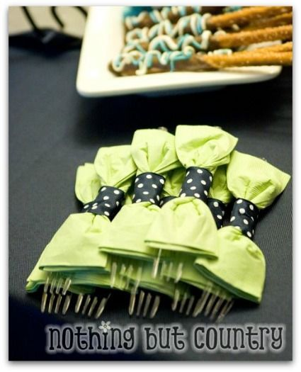 This would be cute for the baby shower. Gender neutral, could be to look like a bow tie for a boy and hair bow for a girl