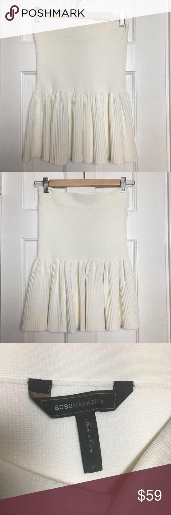 BCBG MaxAzria off white jersey mini skirt sz M BCBG MaxAzria off white jersey mini skirt sz M Brand: BCBG MaxAzria Made In: China Size: M Fit: fitted, stretch Waist: 25 stretch Hips: 32 stretch Length: 18 Material: rayon, nylon, spandex Color: off white Condition: Excellent #coxycloset #womensskirt #skirt #miniskirt #BCBGMaxAzria #jersey #pleated #white #casual #sexy #cocktail #evening #party #spring #summer BCBGMaxAzria Skirts Mini