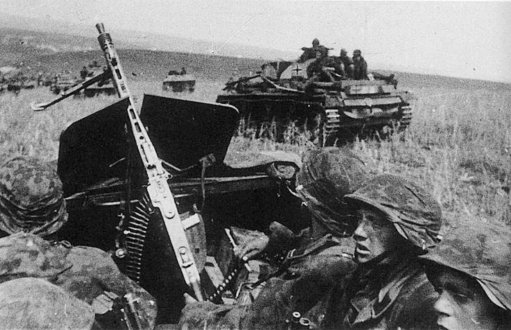 """The battle of Kursk.1943 Grenadiers 2 10th motorized Division SS """"Das Reich"""" on an armoured personnel carrier SD.Kfz. 251"""