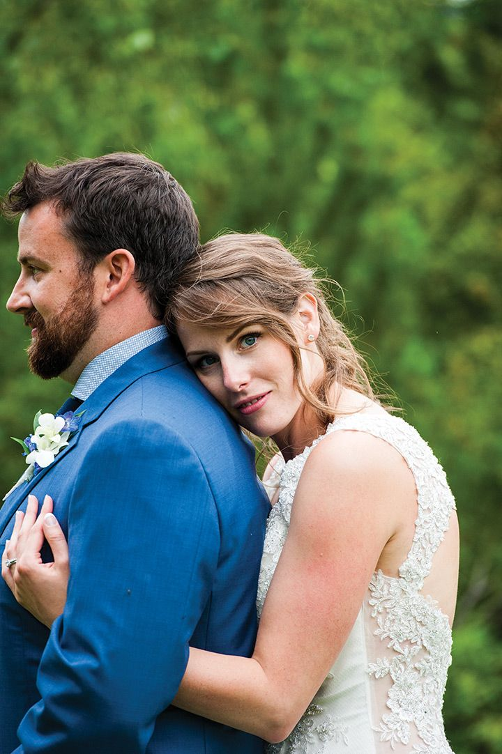 how sweet is this photo of the bride and groom?!