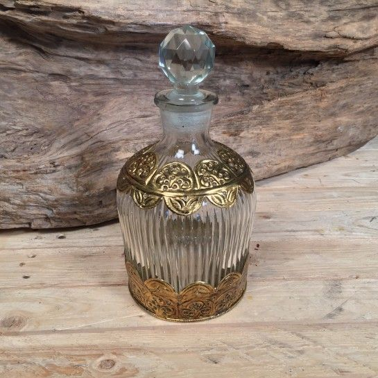 Vintage Γυάλινη Καράφα Γάμου Μεταλλικές Χρυσές Λεπτομέρειες http://nedashop.gr/gamos/karafes-gamoy/vintage-gyalinh-karafa-gamoy-xryses-metallikes-leptomeries