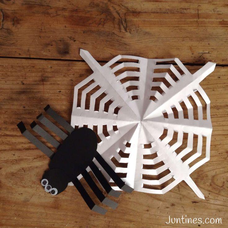 Araña de papel / Paper spider for Halloween.  Nos encantan las ideas terrórificas de halloween para niños. Os encantará el video de cómo hacer una araña de papel paso a paso.  En nuestro canal muchos videos con ideas de origami, halloween, navidad--- de todo!!!