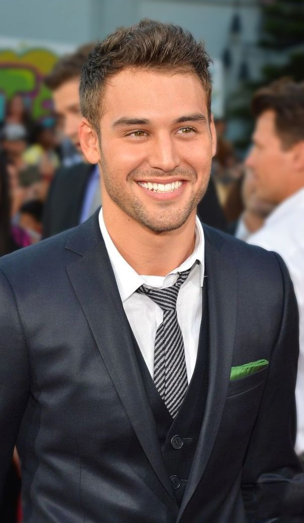 ryan guzman inlove. Aria needs to get her shit together and realize that Jake is perfect for her and that he wants to protect her from the monster Ezra. Jake can see through Ezra's fake act.