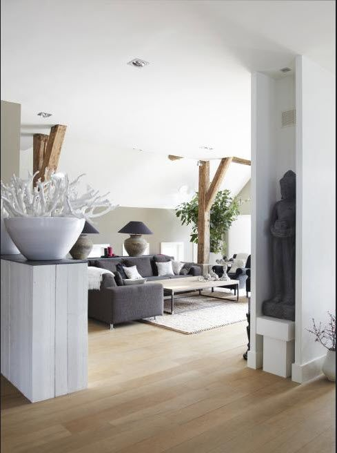 Dutch rustic modern white grey living. Stijlvol Wonen. Foto: Jonah Samyn.