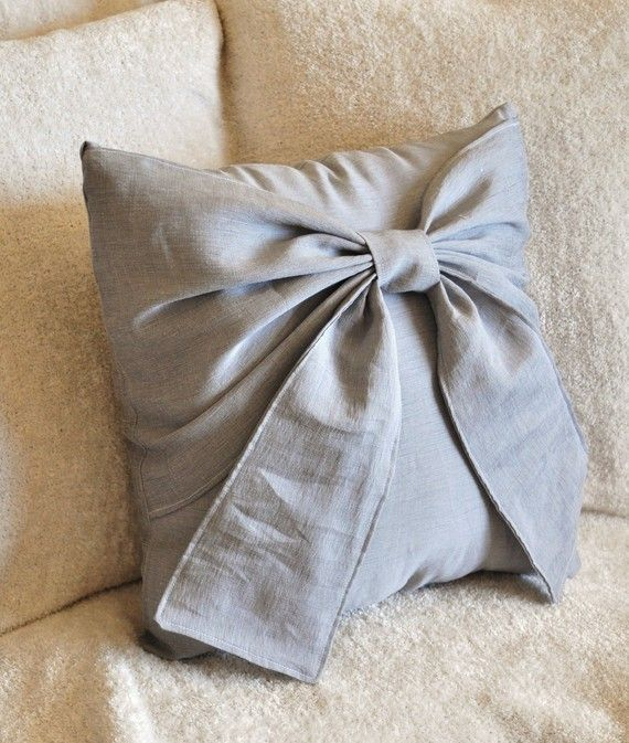 MEMORIAL DAY SALE Gray Bow Pillow Decorative Throw Bow por bedbuggs
