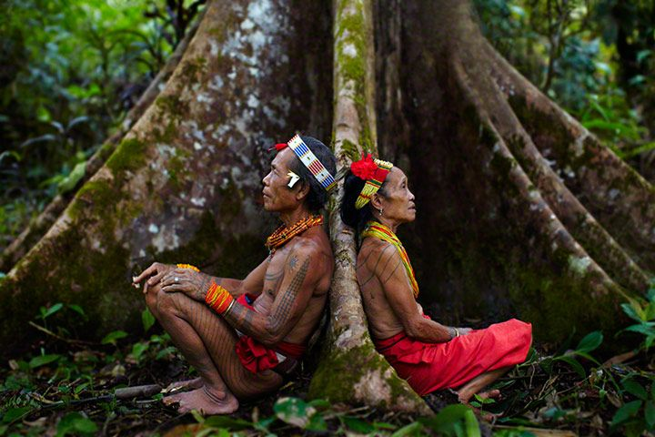 #Mentawai shamans resting after hunting, Siberut Island, West Sumatra, #Indonesia | Andrew Newey, #UK