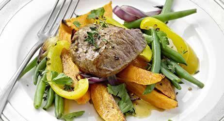Lammsteak auf Gemüse