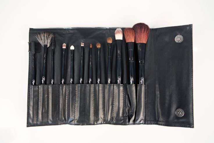 Tuya Cosmetics offer a range of makeup accessories, including brushes, powder brushes, mascara applicators, brush sets, makeup cases and more. This exquisite brush set contains 10 brushes.  All our brushes are lightweight and professional quality, and are manufactured with vegan fibers which are gentle on the skin and effective.