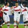 Fußball-Bundesliga: Stuttgart dreht Spiel gegen aggressive Eintracht - http://jackpot4me.com/blog/fussball-live-ergebnisse/fusball-bundesliga-stuttgart-dreht-spiel-gegen-aggressive-eintracht/ In einer hart umkämpften Partie hatte der VfB am Ende das größere Durchsetzungsvermögen. Das Team von Trainer Bruno Labbadia rettete seine späte Führung gegen Eintracht Frankfurt.