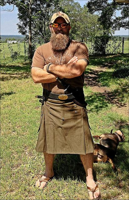 WOW--even the dog passed out from the sheer awesomeness of this guy, with that beard, in a KILT. You, sir, are attractive, so I shall stare at you. #Kilt #utilikilt