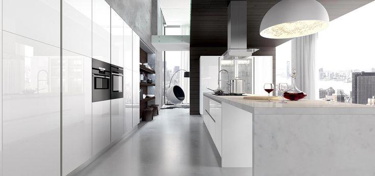 Cucina Moderna - GLASS    Finitura vetro bianco lucido con telaio inox | Piano in marmo di Carrara | Maniglia con sistema gola Plana  http://www.arredo3.it/cucine-moderne/cucina-moderna-glass/