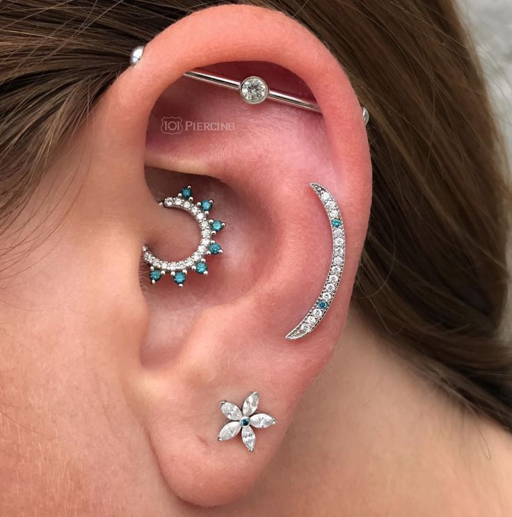 Love the subtle ends on the industrial bar plus the cute daith hoop