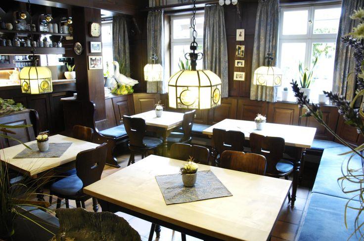 Landgasthof Hotel Rittmayer ** Das 2,5-Sterne-Hotel Landgasthof Hotel Rittmayer liegt mitten im schönen Frankenland und lädt Sie ein, einen Aufenthalt mit Ruhe, gutem Essen und bestem Service zu erleben. In den 15 Zimmern erwartet Sie eine urige Einrichtung mit viel Liebe zum Detail. Der Landgasthof Hotel Rittmayer wurde 1993 eröffnet und 2010 renoviert.