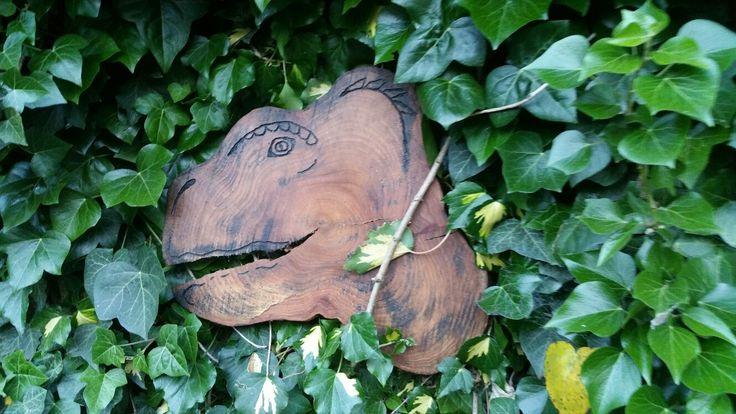 Tijdens het plaatsen van het kruiden rek kreeg ik de vraag of ik ook wat met deze schijf van een #boomstam kon. Zie hier het eerste wat er in me op kwam. Ik denk dat mijn boys dit alle 2 wel op hun kamer willen hebben deze #T-#rex