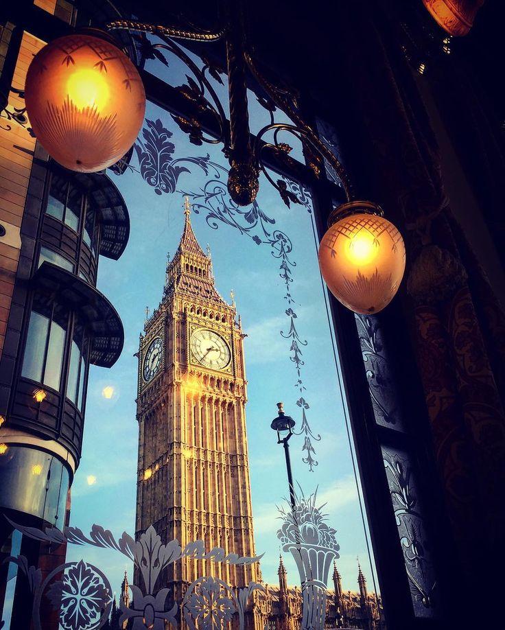 En uno de mis pubs favoritos de Londres la vista es insuperable y la Guinness de barril no está nada mal! #bigben #view #guinness