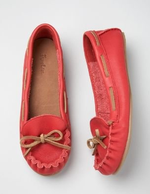 MoccasinsFashion, Fall Style, Boats Shoes, Pink Moccasins, Coral Moccasins, Red Shoes, Coral Mocs, Casual Moccasins, New Shoes