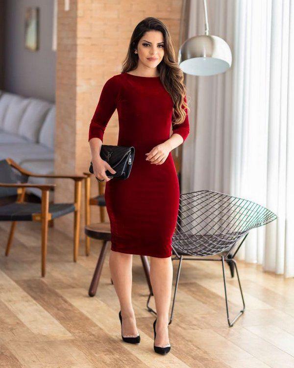 dadd8699b7e2 Vestido Tubinho Lavínia Vermelho Marsala Veludo - Moda Evangélica - Flor de  Amêndoa