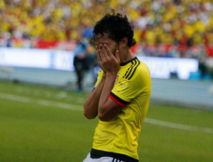 Así celebró la Selección Colombia los goles de Aguilar y Mina frente a Uruguay   EL PAIS