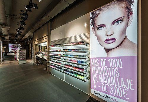 Mostrador productos maquillaje   Reforma Beautik Sants   Cristina Arnedo y…