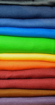 Bio-Wolle/Seide- Meterware und andere Bio-Wollstoffe in herausragender Qualität. Wolle/Seide eignet sich besonders für Babybekleidung, Kinderbekleidung oder Sportkleidung. Toll auch als Luxusvariante für Damen- oder Herrenoberbekleidung.