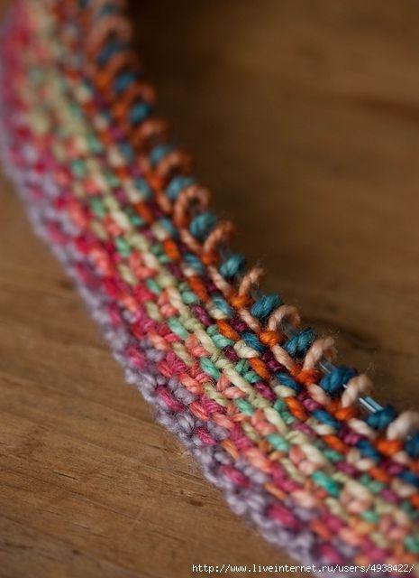 Пестрый шарф спицами