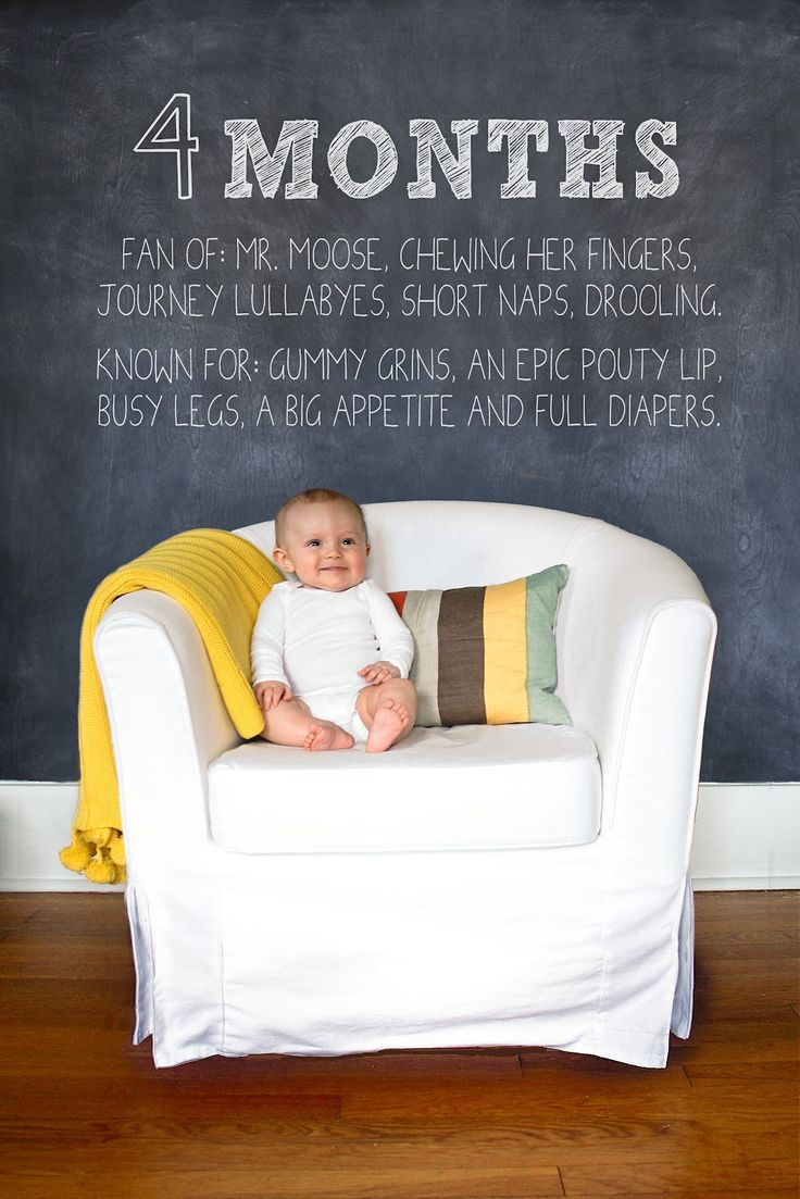 Monthly Milestone pictures for Baby -- adorable! (A great way to remember what Baby was doing and when)