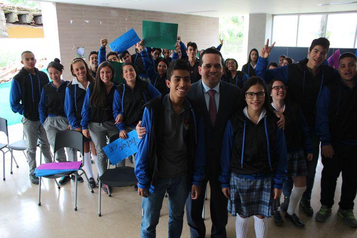 Entrega de chaquetas Prom 2015 a los alumnos de la I.E Luis Carlos Galán Sarmiento