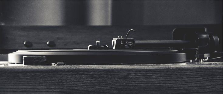 Tongenuss bietet dir hier ausf�hrliche Informationen zum Plattenspieler. Ideal, wenn du einen Spieler erwerben oder dich informieren m�chtest. Alle notwendigen Infos sind zusammengestellt und werden dir leicht verst�ndlich pr�sentiert, ideal f�r Vinyl-Einsteiger.  TONGENUSS   #plattenspieler #tongenuss #sound #musik #vinyl