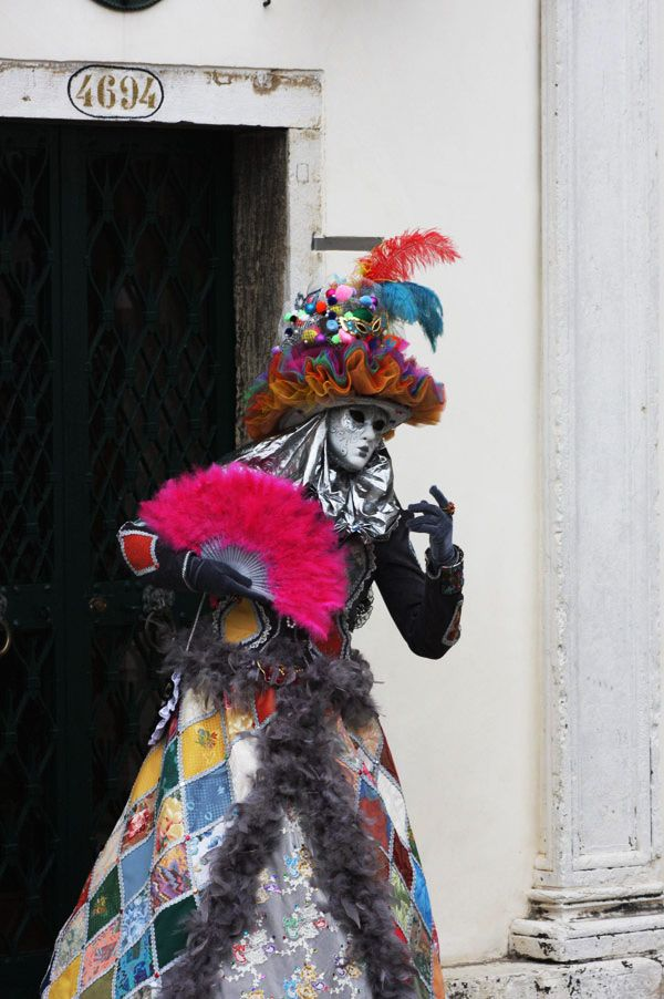 Venice_Costume_Pink_Evantail        http://livefastmag.com/
