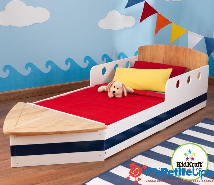 MiPetiteLife.es - Cama Barco Kidkraft. Esta adorable camita para los pequeños marineros es perfecta para que descansen con comodidad luego de un largo día de navegar. Es lo suficientemente baja para que sea más fácil subir y bajar de la cama. Hace que la transición de la cuna a una cama regular sea lo más naturalmente posible. Lugar para almacenaje al pie de la cama. www.MiPetiteLife.es