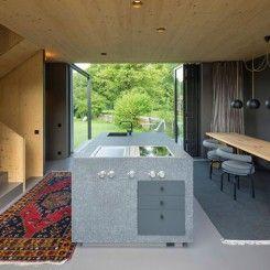 Pequena casa de madeira com grande estilo