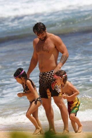 Jason Momoa con sus hijos (2013)