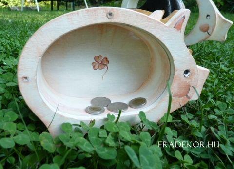Normál méretű, festett kézműves malacpersely fából, egyéni felirattal. http://eradekor.hu/malacpersely-ajandek-gyerekeknek/