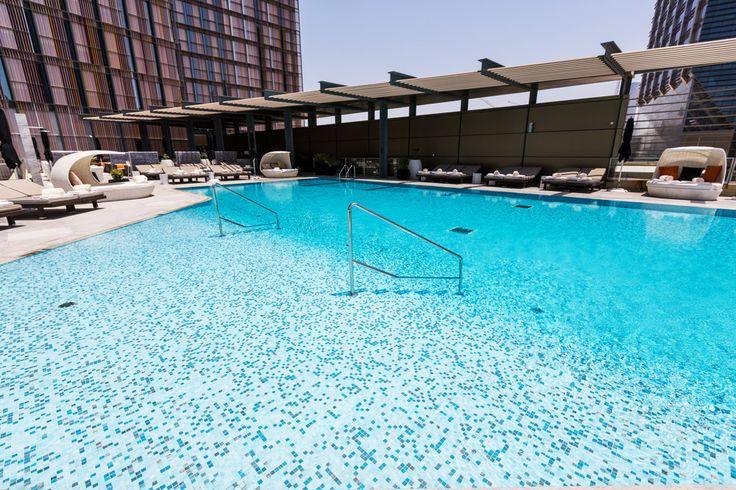 The Four Seasons Hotel In Abu Dhabi Has Chosen The Sophisticated Elegance Of Mix Freshness Il Four Season Mosaic Pool Mosaic Pool Tile Swimming Pool Mosaics