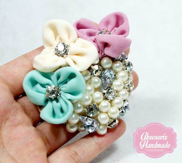 3 flower brooch
