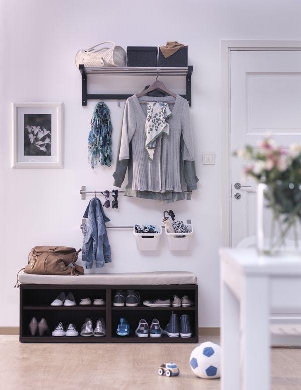 Vhodne skombinované doplnky vám pomôžu udržať poriadok a útulný vzhľad aj v menšej predsieni. Multifunkčné závesné tyče určené do kuchyne či kúpeľne nájdu svoje uplatnenie aj vo vstupnom priestore. Vešiak Tjusig, 29,99 €, Ikea