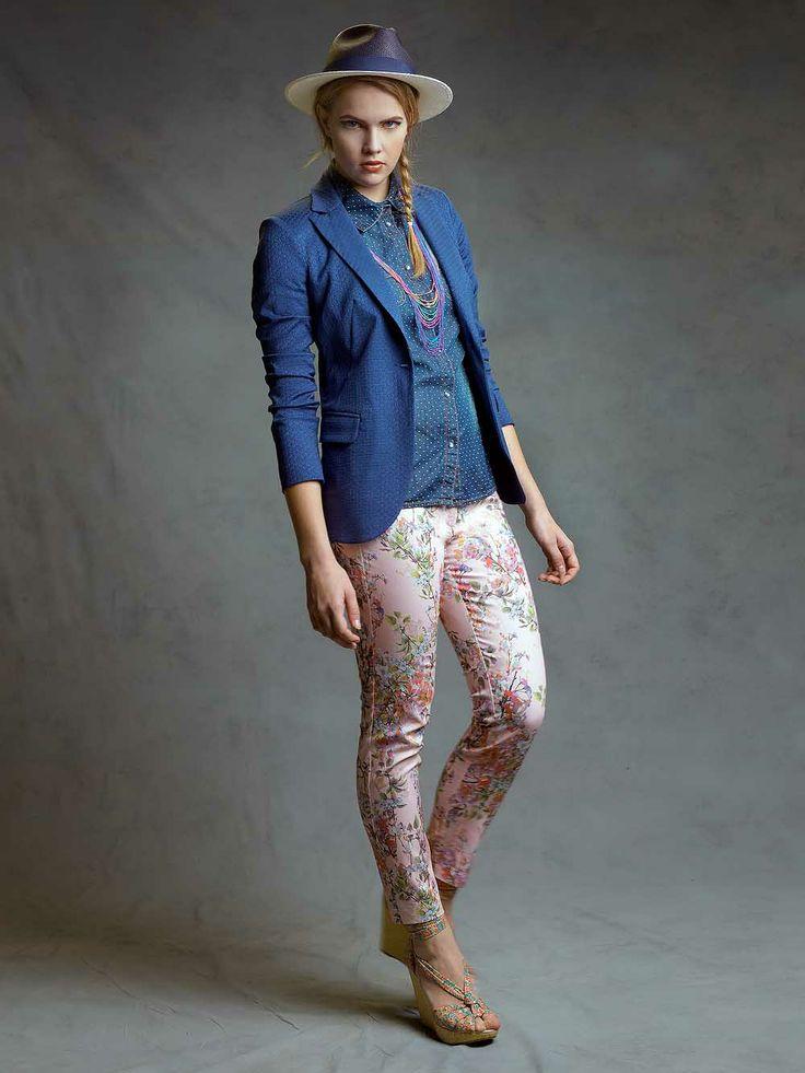Pantalone a fiori rosa e giacca jaquard http://www.studioiko.it/