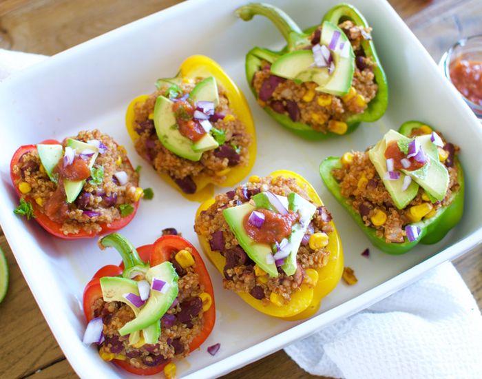 Fyldte, bagte peberfrugter med quinoa