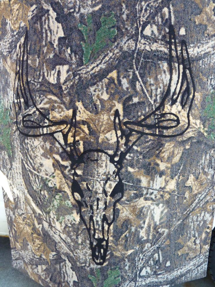 Deer Hunting Man Cave Ideas : Oversized rug with deer skull inlaid into camo carpet