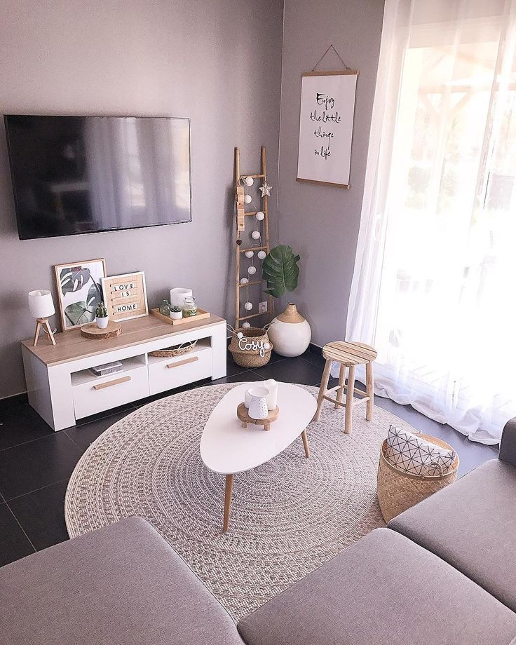 La imagen puede contener: personas sentadas, sala de estar, tabla e interior