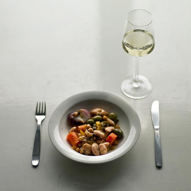 Scandia cutlery by Kaj Franck, Arctica plate by Inkeri Leivo.