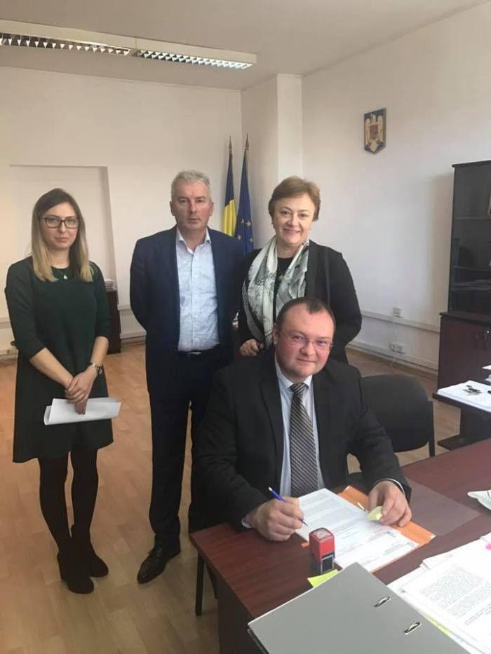 Cel mai rapid primar din România la investiții, 4 milioane de roni dintr-un foc :http://www.informatorulbt.ro/cel-mai-rapid-primar-din-romania-la-investitii-4-milioane-de-roni-dintr-un-foc/
