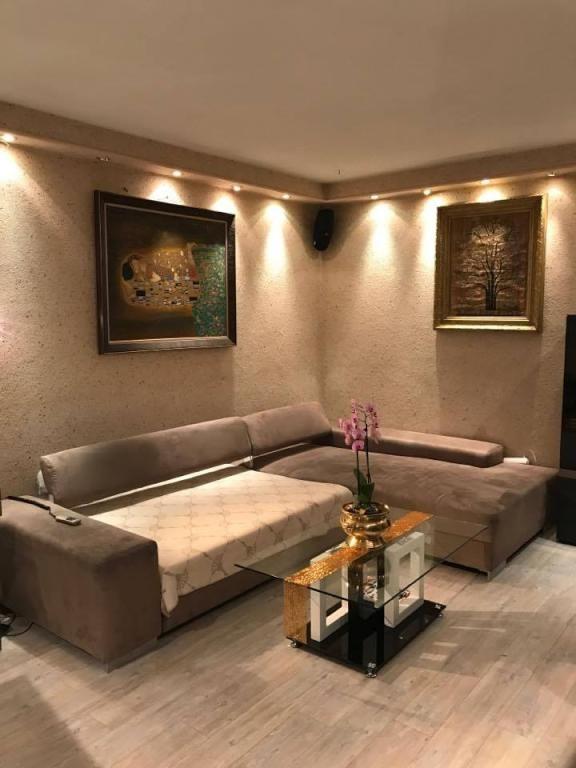 Schones Eck Sofa Und Gemalde Furs Wohnzimmer Wohnzimmer Einrichtung Einrichtungsidee Sofa Wanddeko Wandgestaltung Livingro Wohnung Luxus Wohnung Wohnen