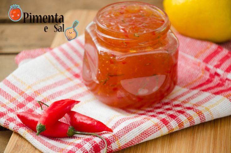 Receita de geléia de pimenta. Geléia de pimenta para servir com torrada, carne, queijo, saladas. Receita de geleia de pimenta