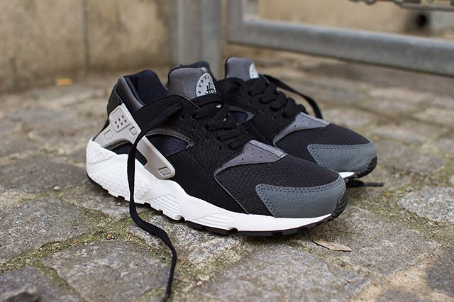 nike air huarache junior (black/wolf grey)